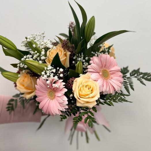 Букет с Лилией: букеты цветов на заказ Flowwow