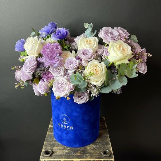Цветы в большой коробке