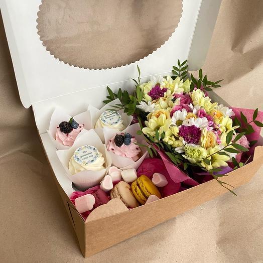 Подарочный набор Цветы + Капкейки + Пирожные макарон