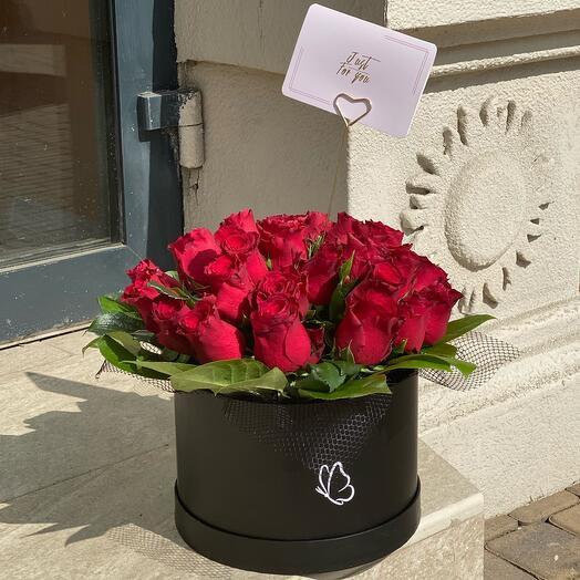 Розы в стильной коробке