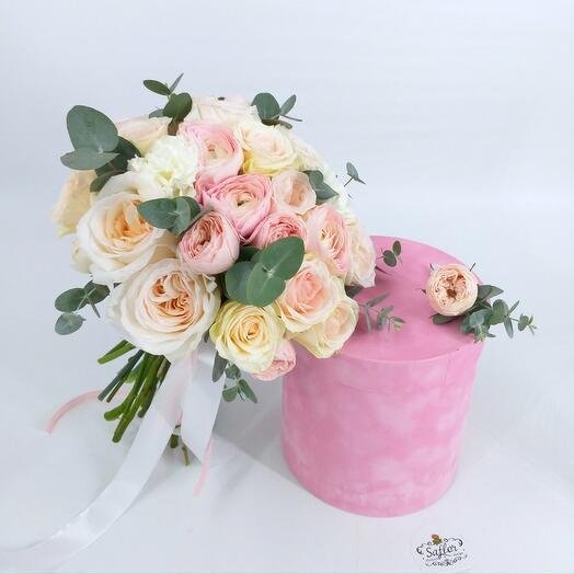 Свадебный букет из пионовидных роз и ранункулюсов