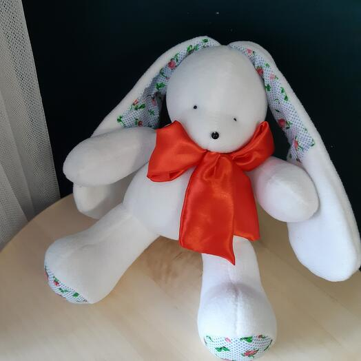 Заяц с красным бантом