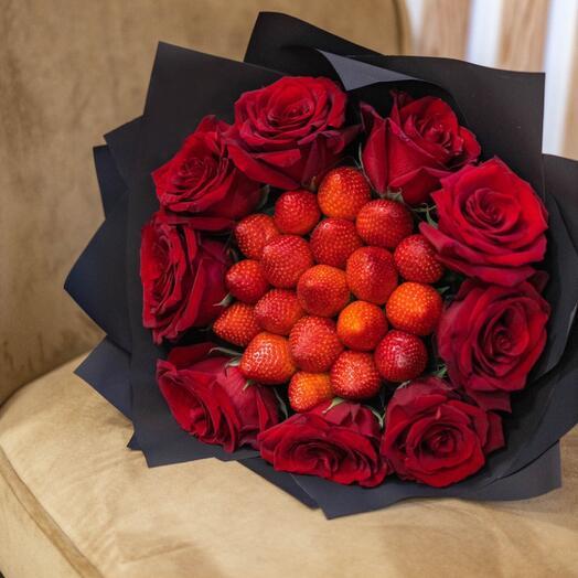 Букет клубничный с 9 розами