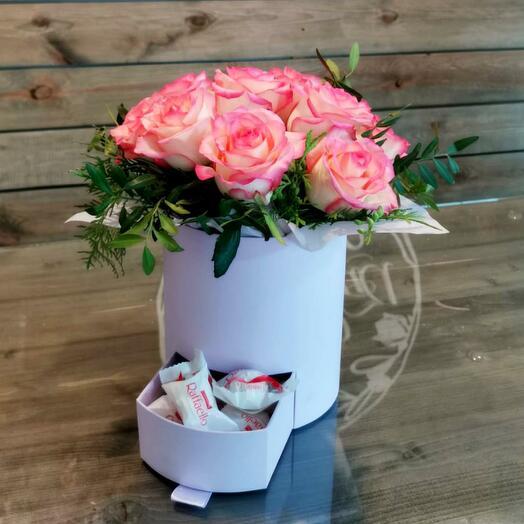 Коробка Розовых роз с Raffaello