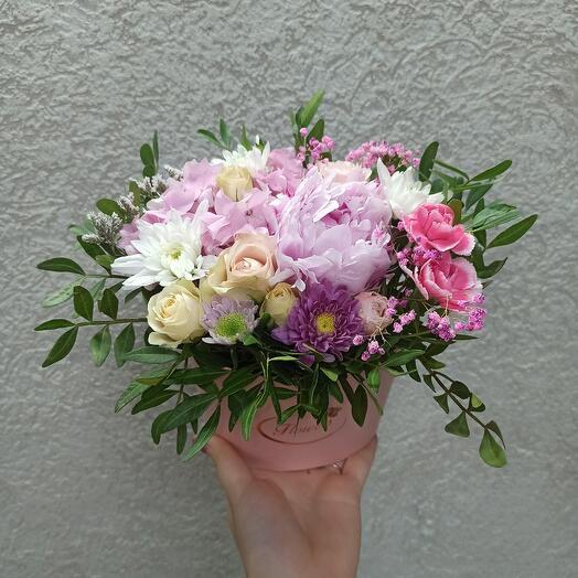 Красивая коробочка с пионом и цветами