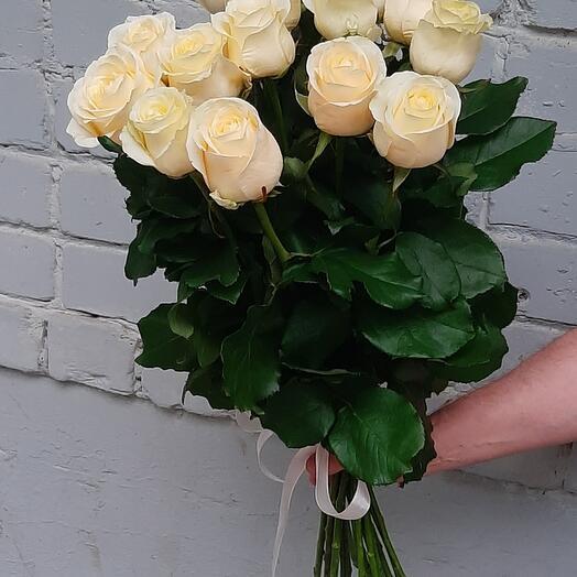 15 белых роз 60 см
