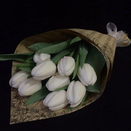 Тюльпаны в крафте: букеты цветов на заказ Flowwow