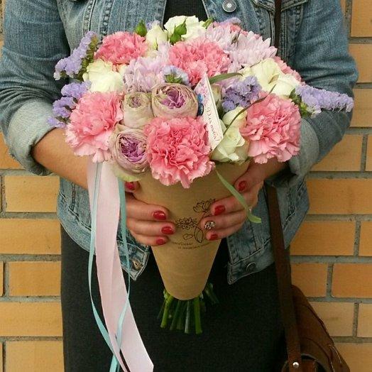 Букет в крафтовом конусе XL: букеты цветов на заказ Flowwow