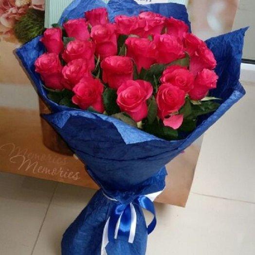 21 роза в упаковке: букеты цветов на заказ Flowwow
