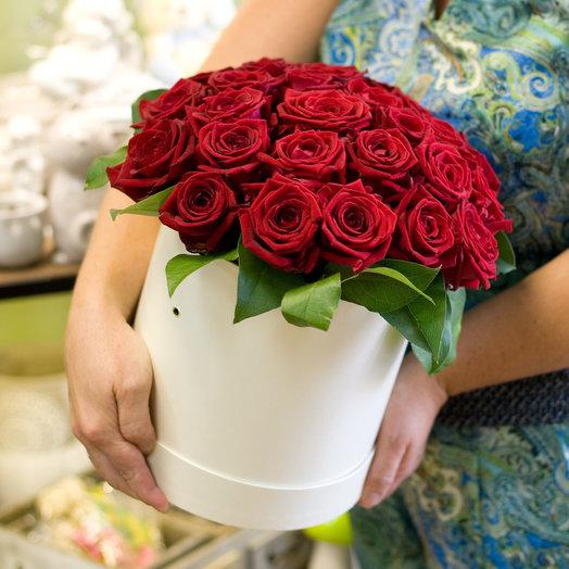 Розы в коробке Признание: букеты цветов на заказ Flowwow