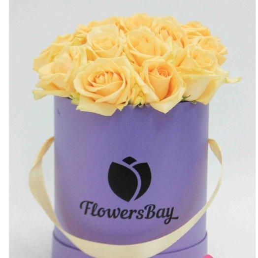 25 кремовых роз в шляпной коробке