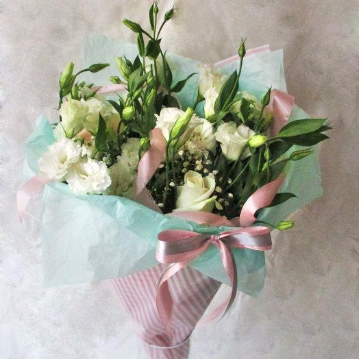 Букет из лизиантуса и розы: букеты цветов на заказ Flowwow