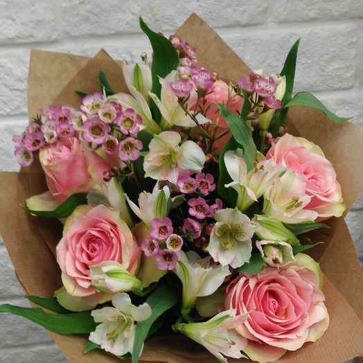 Букет Розы и хамелациум: букеты цветов на заказ Flowwow
