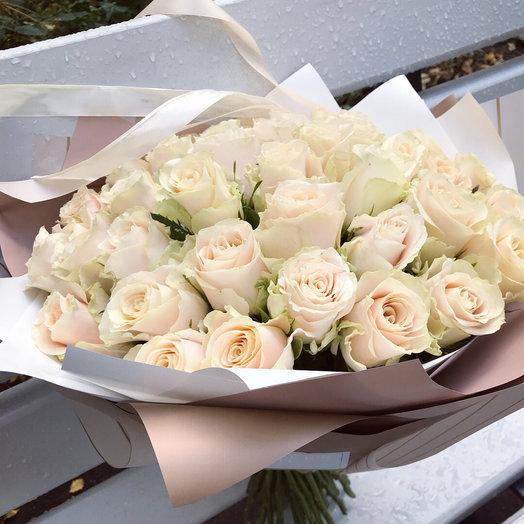 35 пудровых роз: букеты цветов на заказ Flowwow