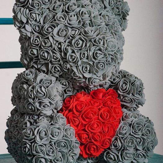 Серый Мишка из роз с красным сердцем: букеты цветов на заказ Flowwow