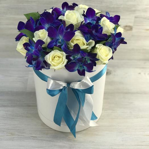 Коробка из роз и орхидей: букеты цветов на заказ Flowwow