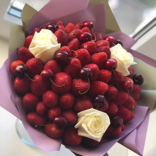 Клубничный букет «вишня»: букеты цветов на заказ Flowwow