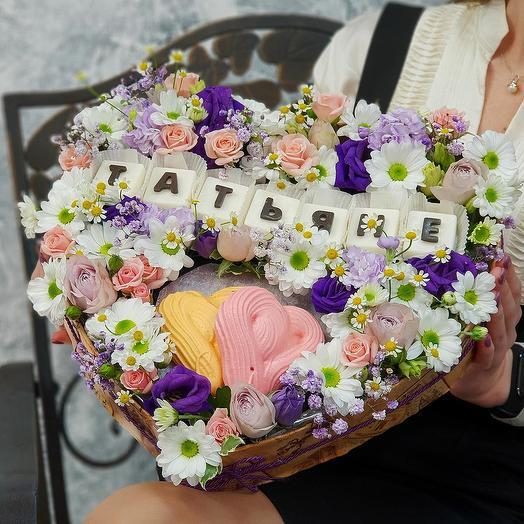 """Композиция сердце с шоколадными буквами """"Татьяне"""": букеты цветов на заказ Flowwow"""