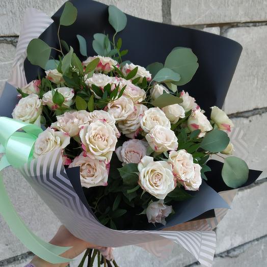 Букет ажурных кустовых розочек 🌹🌹🌹: букеты цветов на заказ Flowwow