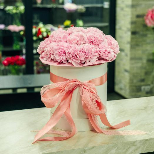 21 розовая гвоздика в шляпной коробке: букеты цветов на заказ Flowwow