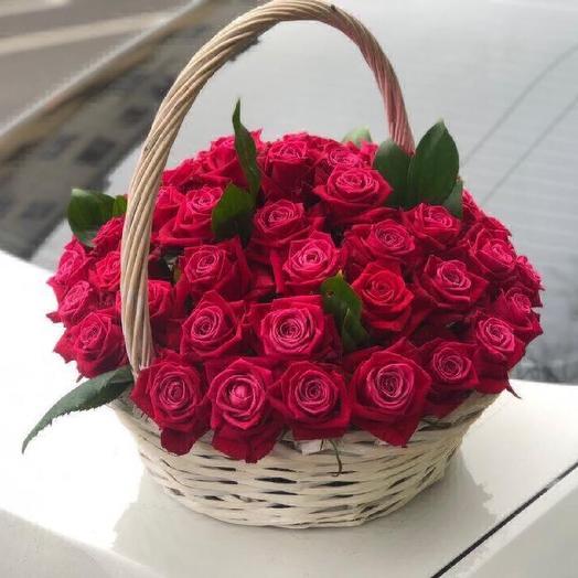 Большая корзина из 51 розы: букеты цветов на заказ Flowwow