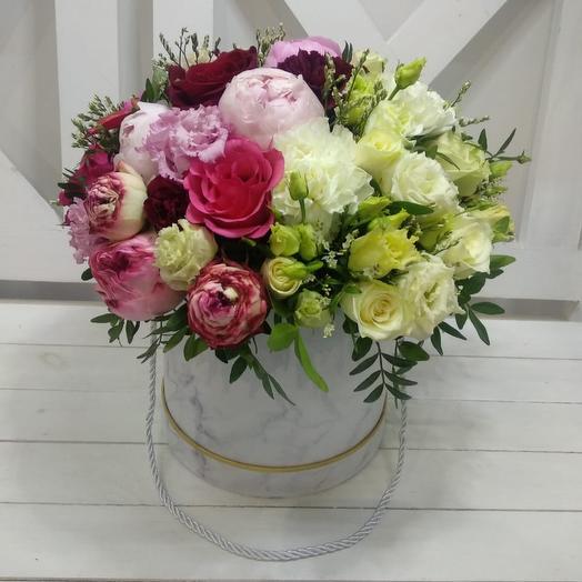 Коробка с пионами: букеты цветов на заказ Flowwow