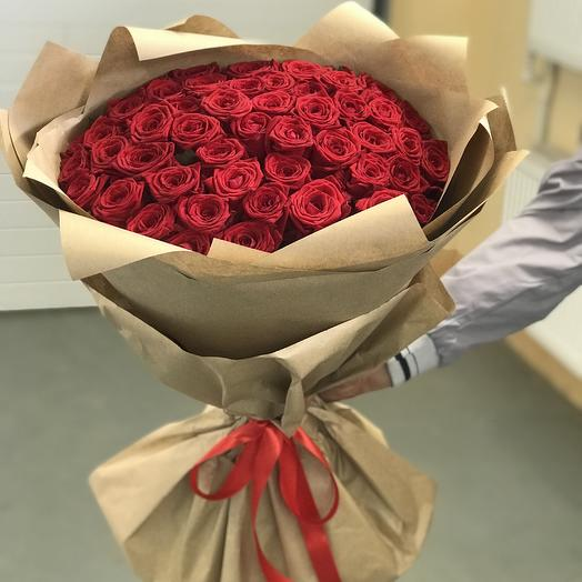 51 красная роза Премиум в крафте