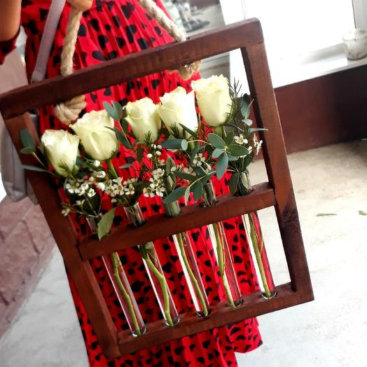 Розы в деревянной стойке: букеты цветов на заказ Flowwow