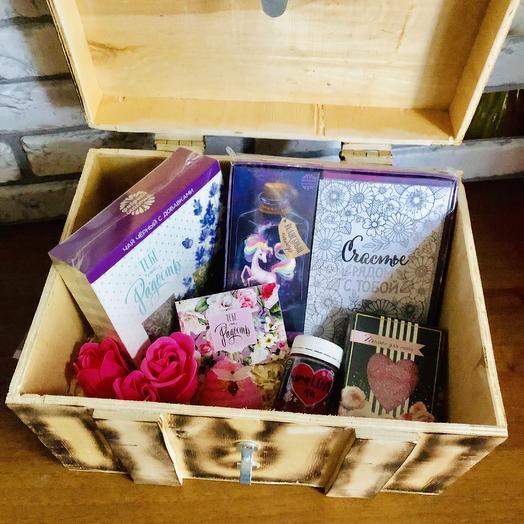 Сундук с подарками: букеты цветов на заказ Flowwow
