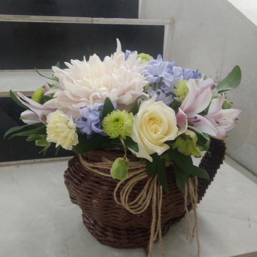 Кувшин с цветами: букеты цветов на заказ Flowwow