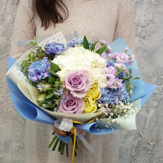 Нежный букет из гортензии и роз: букеты цветов на заказ Flowwow