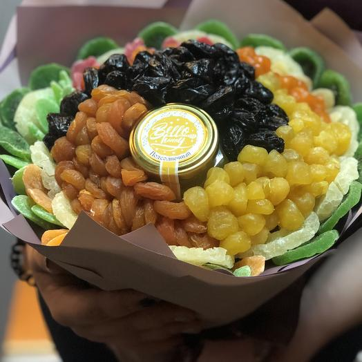 A bouquet of dried fruits and honey