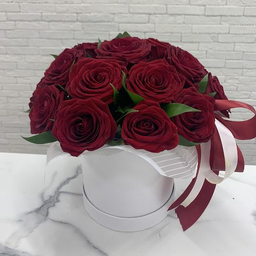 Коробочка с розой рэд Наоми: букеты цветов на заказ Flowwow