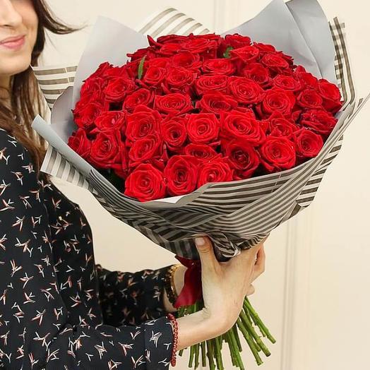 Моно-букет из 51 красной розы: букеты цветов на заказ Flowwow