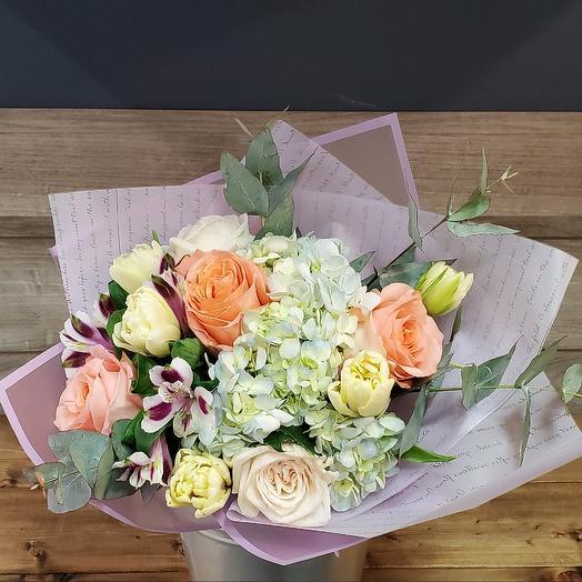 Букет гортензия с розами и тюльпанами: букеты цветов на заказ Flowwow