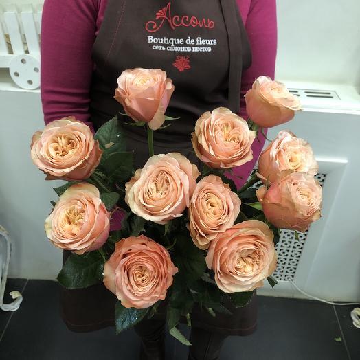11 персиковых пионовидных роз