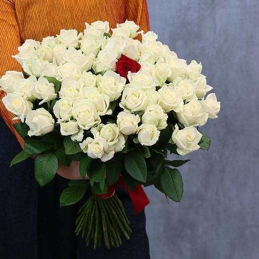 Букет из 51 розы 50-60 см (Россия) под атласную ленту