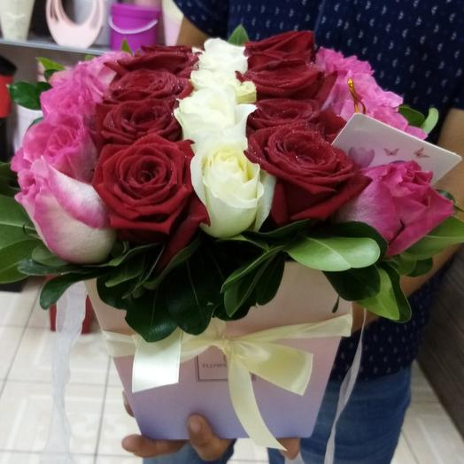Цветы в коробке (цвет коробки может отличаться от фотографии)