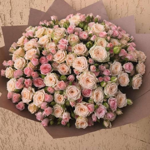 Букет из микса кремовых кустовых роз