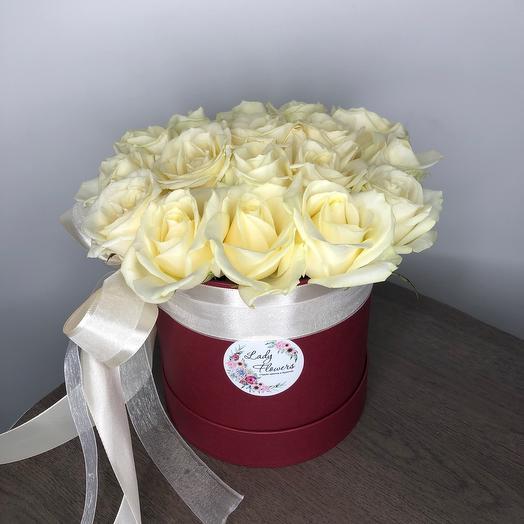 Lady Flowers -17 белых роз в шляпной коробке