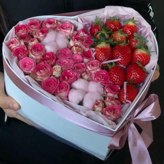 Цветы в коробке « Сердце «