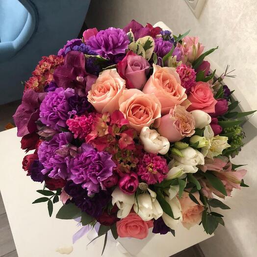 Сногсшибательная Коробка с цветами ВИП