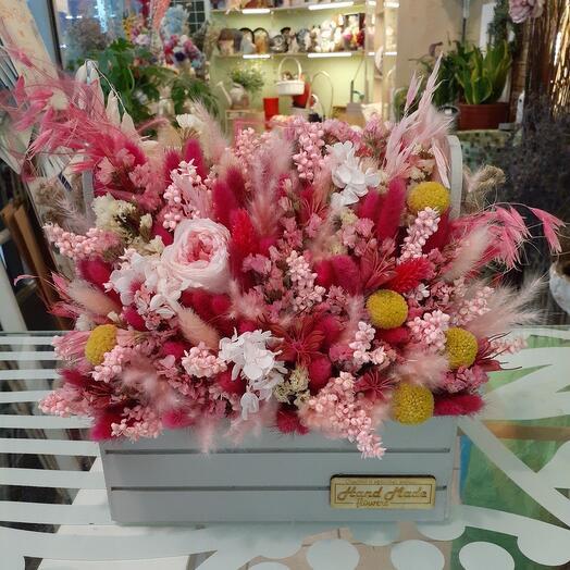 стабилизированные цветы и сухоцветы в коробке