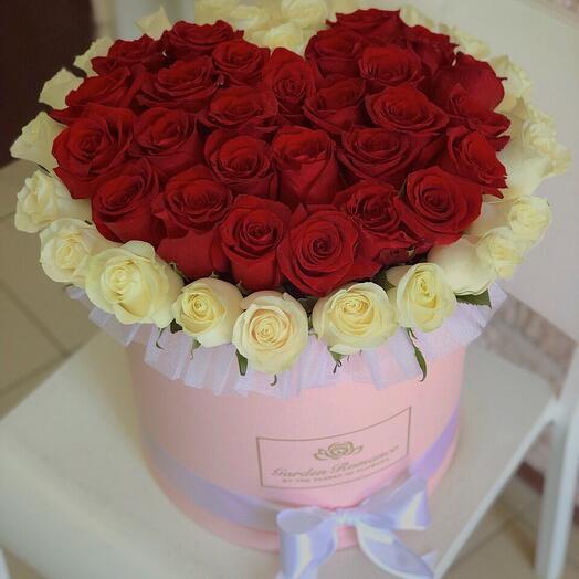 Сердце из 51 розы в коробке
