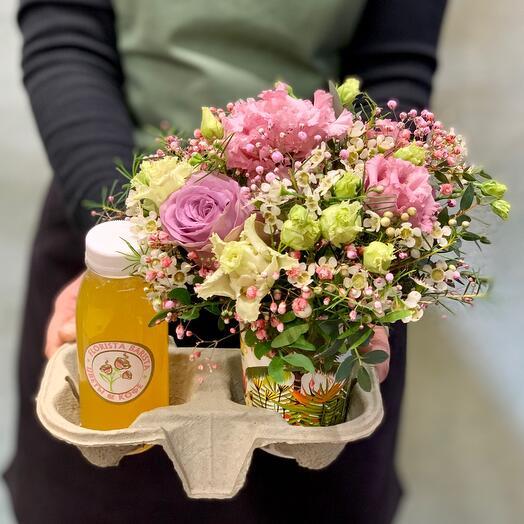 Утренний букет цветов  со свежевыжатым апельсиновым соком️