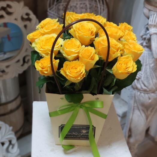 Жёлтые розы в сумочке