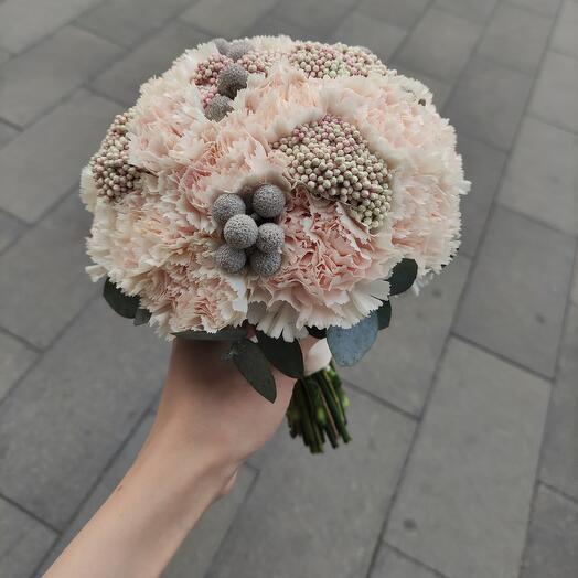 Букет невесты с брунией и озатамнусом