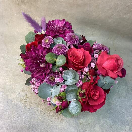Цветы в коробке форма сердце ️