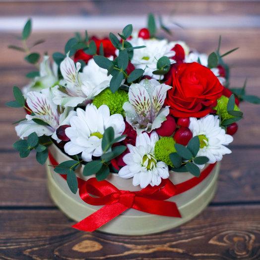 Цветы в шляпной коробочке Признание: букеты цветов на заказ Flowwow