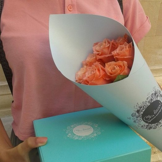 Букет из 9-ти коралловых роз: букеты цветов на заказ Flowwow